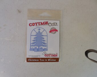 CottageCutz Christmas Tree in Window Die