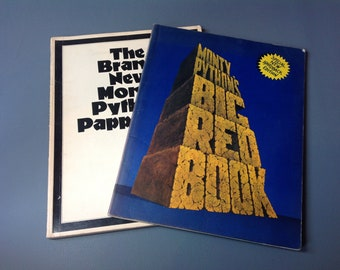 2 Volume Monty Python's Flying Circus Books. Monty Python's Big Red Book 1972. The Brand New Monty Python Papperbok 1974. Humour. TV Comedy.