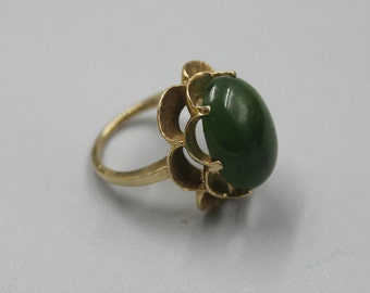 Solid Yellow Gold 10K Gold Green Stone Ring Estate Jewelry from Charmhuntress X107