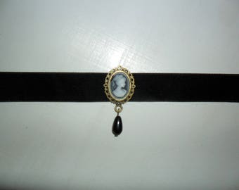 Cameo and velvet Ribbon Choker
