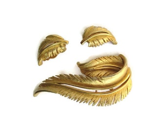 Vintage  Gold Tone Feather Motif  Pin and Earring Set