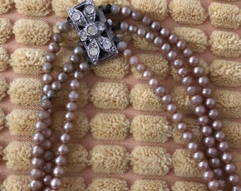 Vintage pearl necklace with floral clasp