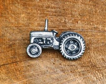 Tractor Pin Brooch Badge Pewter Vintage TE20 Gift