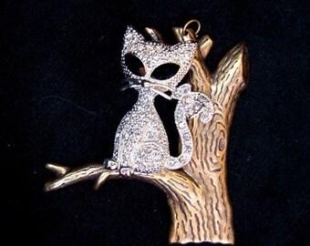 CUTE RHINESTONE KITTY IN A TREE PENDANT