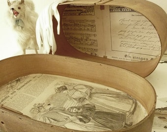 Enchanting antique chipboard box, oval wooden box...CHARMANT!