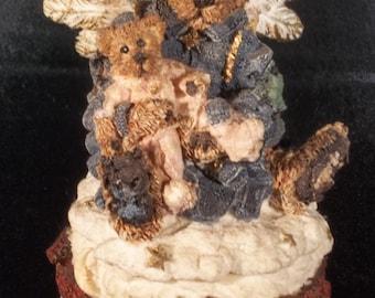 Boyds Bears figure/trinket box