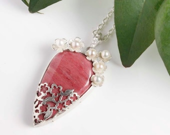 Lacy openwork silver pendant necklace with a pink stone and pearls
