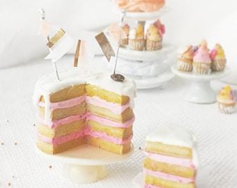 Dollhouse miniature birthday celebration cake scale 1:12 / Miniature pastry scale one inch / Dollhouse miniature food / Roombox pastry shop
