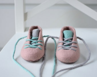 Felted Baby Booties - Dusty Pink Shoes - Pram Shoes - Baby Girl Crib Shoes - Merino Baby Girl Booties -  Dusty Pink Baby Booties - Shell