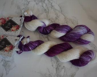 """Mini skein / """"Heart of cassis"""" hand dyed wool / Superwash merino / sock yarn"""