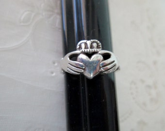 vintage sterling silver ring - Irish, claddagh, size 8.75