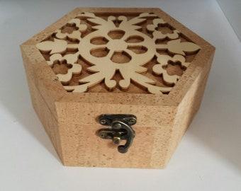 Jewel box in cork and wood
