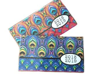 2018-2019 paon poche planificateur - choix du calendrier de l'année deux couleurs - chic 2 année mensuel planificateur nouvel an - rose ou bleu