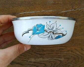 Vintage white enamel bowl with retro floral print Small enamel bowl Enamelware planter saucer Retro kitchen Cottage Old kitchen dish
