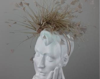 Elegant and dramatic fascinator suitable for Ascot, Dubai World Cup, The Curragh, Cheltenham Races,Melbourne Cup, wedding guest