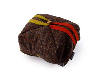Calduccia Thermal bag 5 litres.  In natural materials padded with wool for low-temperature cooking.