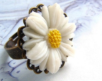 Lucky Daisy ring - vintage daisy cabochon antique brass filigree ring, stocking stuffer, gift for teen girls