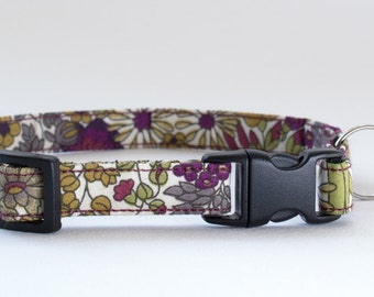 Cat collar handmade in Liberty Margaret Annie fabric. Kitten and large cat size options. Features a breakaway buckle and silver bell