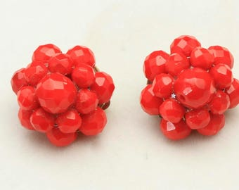 Vintage Bright Red Lisner Cluster Faceted Earrings Clip On Retro Bombshell