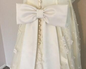 Große Schleife, Hochzeit Kleid Schleife, Elfenbein auf einem Pin zurück große Schleife Braut Kleid Schleife, Braut Satinschleife, Schleife Brautjungfern, Blumenmädchen Kleid Schleife