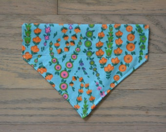 The Blue Floral bandana / cat bandana / pet bandana / over the collar / bowties / collar / puppy bandana