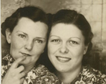 vintage photo 1934 Two Women Hand on Lips Flower Dress Photo Booth Photobooth