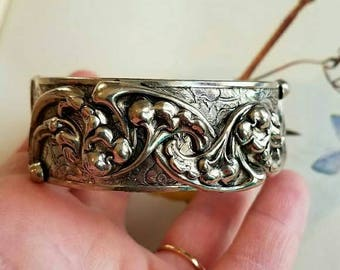 vintage repousse scrolled design bangle bracelet silver tone hinged