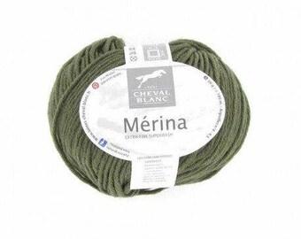 Ball of yarn to knit horse white MERINA cardinal 013