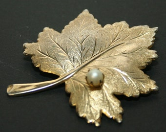 Whispering Leaf - Vintage Sarah Coventry Pin - 1960s