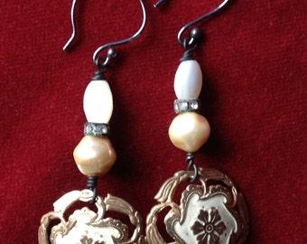 Shabby button earrings