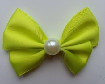 noeud en satin jaune  et demi perle blanche 42*55mm