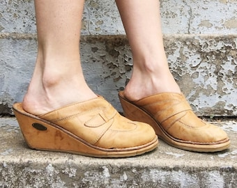 Vintage 70s Candie's Tan Leather Stitched Slip On Wedge Heel Clogs 8