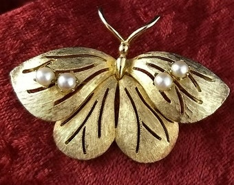 Vintage 1950's/1960's Brooks Pearl Butterfly Brooch Pin - Gold Tone