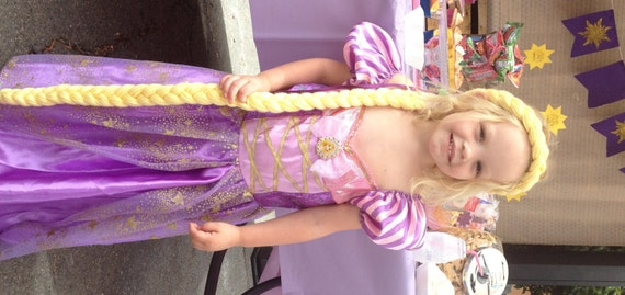 Artículos similares a Trenza de Rapunzel, Rapunzel, traje enredados ...