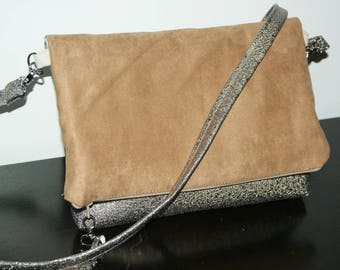 Zipper pouch in golden brown leatherette and suedine.3 colors.
