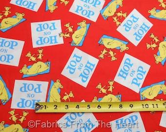 Dr. Seuss Hop les personnages Pop sur fond rouge en tissu de coton Robert Kaufman verges