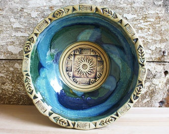 Stamped edge bowls