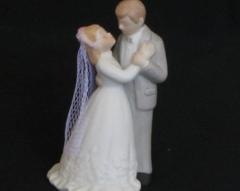 Vintage 1986 Lefton Porcelain Wedding Cake Topper, First Kiss as Husband and Wife, Traditional Couple, Bride and Groom,