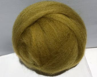 """green gold wool roving """"Ginseng"""" hand dyed Felting Spinning Fiber, mustard yellow gold olive green, pea green, yellow green wool"""