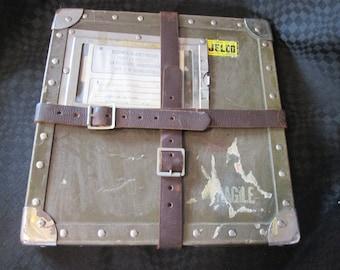 Vintage Boite de transport pour films ou documents /  Vintage Box of transportation for movies and documents