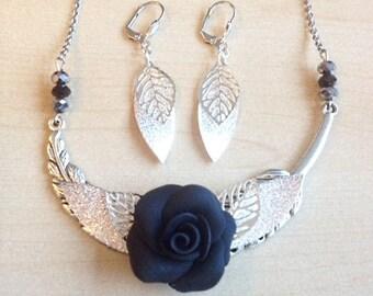 Parure noire et argent avec rose noire collier fêtes, cérémonie, mariage, réveillon