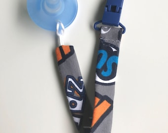 Pacifier / binky clip POW! Pattern with blue clip