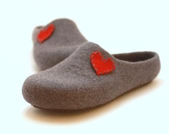 Christmas gift, woman slippers, felted wool slippers with heart, felt wool clogs, slippers with hearts, gift for her, valenki, felt slippers