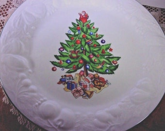 Tabletops Unlimited 2 Christmas Time Dinner Plates, Christmas Tree Plates, Vintage Set
