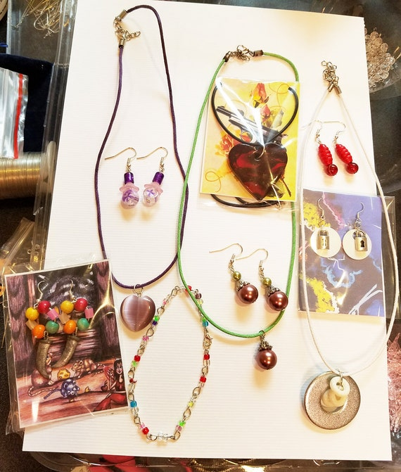 10 piece mixed jewelry lot necklaces earrings bracelet metal glass clay heart wholesale lots