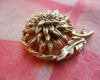 Chrysanthemum Pin ~ Gold Tone