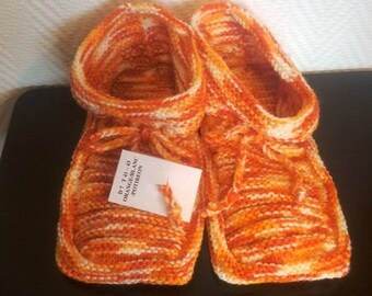 Pair of slippers adult size 41/43 colors orange white pumpkin knitted stitch gadroon