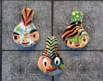 En forme de visage trois aimants pour réfrigérateur par Jenny Mendes
