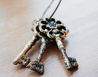 Vintage Large Cast Iron Skeleton Keys Painted Gold Glimmer - Set of 3 on a Ring