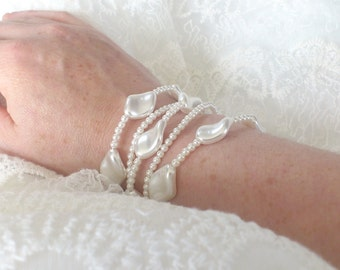 """Bracelet of vintage bride """"Alyssa"""" - Pearly white pearls - transparent Spinning tops - silver Primers"""